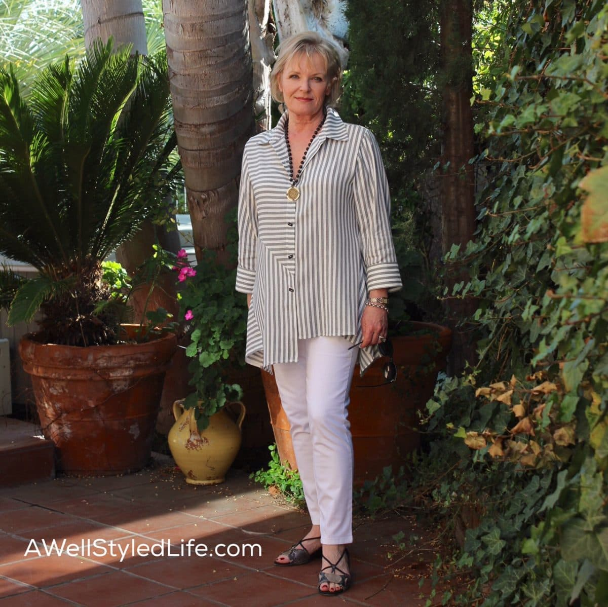 white swan single men over 50 Purchase your wonderwink women's lab coat at lydia's uniforms white cross scrubs white swan scrubs for over 50 years and three generations.