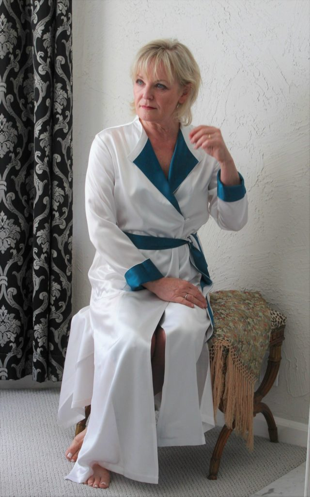 Jennifer Connolly of A Well Styled Life trying out LILYSILK robe