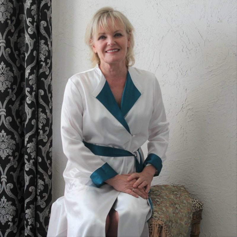 Jennifer Connolly of A Well Styled Life wearing LILYSILK robe